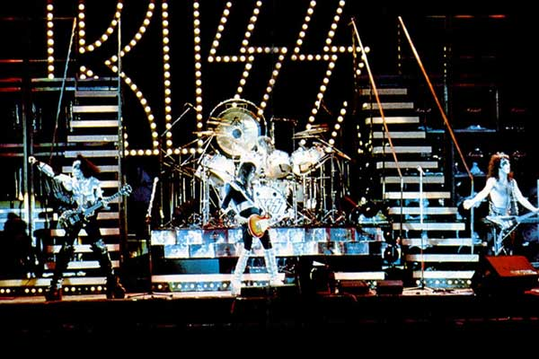 KISS_RockAndRollOver-stage