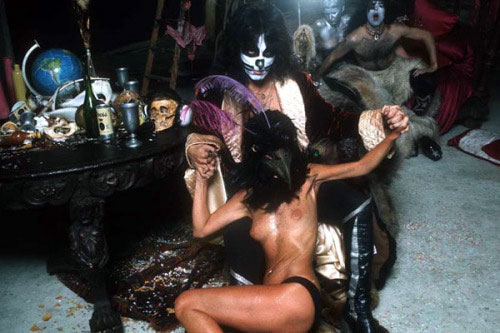 KISS_HotterThanHell_pic2