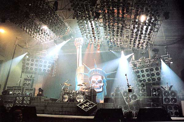KISS_AliveIII-stage