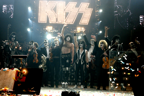 KISS_Symphony-onstage